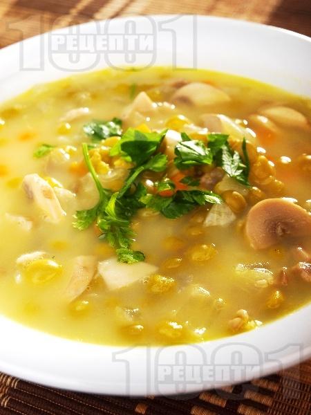 Супа от гъби и грах със застройка от жълтък - снимка на рецептата